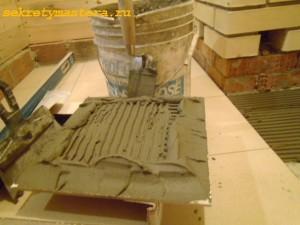 Нанесение клея на плитку толстым слоем