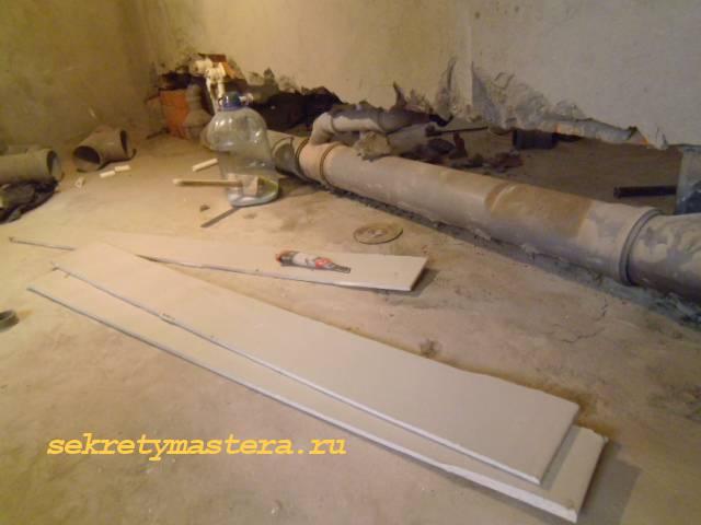 Прячем канализационную трубу в стену